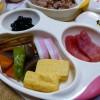 キンプロ北欧食器でお食い初め。オーブンレンジで鯛を焼き、正しい方法で行う