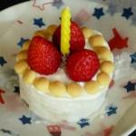 1歳誕生日を祝うケーキは蒸しパンとヨーグルトとボーロといちごで簡単に、かわいらしく。