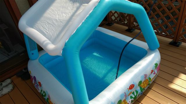家庭用子どもプールはシンプルで小さめがおすすめ。電動空気入れは必須アイテム。